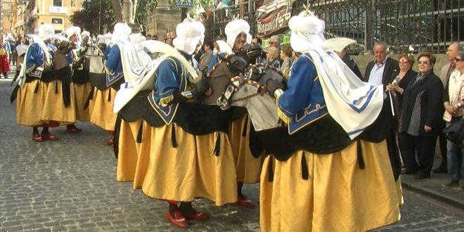 Alcoy recupera las filaes de caballería en la próxima Feria Modernista