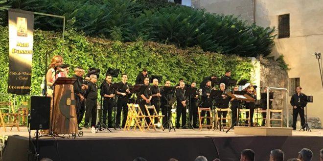 El Mal Passet llena el Palau con su XV concierto de música festera
