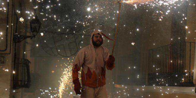 Un espectacular 'Correfocs' puso fin a las Fiestas de Benilloba
