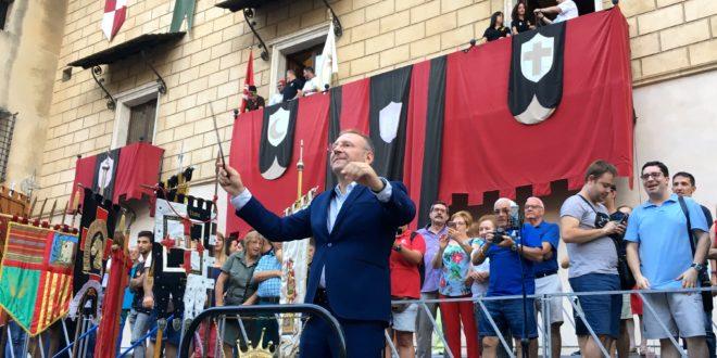 Ramón García i Soler abre las puertas de la Fiesta de Cocentaina