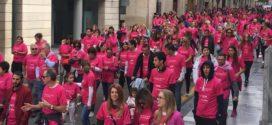 La marea rosa toma las principales calles de Alcoy