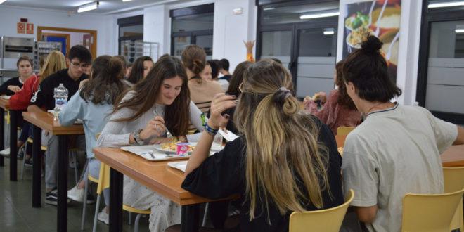 El Colegio Mayor 'Ovidi Montllor' registra una asistencia de medio centenar de alumnos