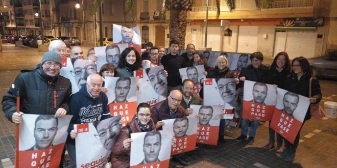 Pegada de carteles en Cocentaina para abrir la Campaña Electoral