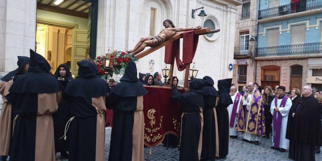 Alcoy se adentra en la Semana Santa con el Vía Crucis