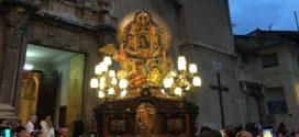 La Mare de Déu recorre el casco antiguo de Cocentaina en la Solemne Procesión