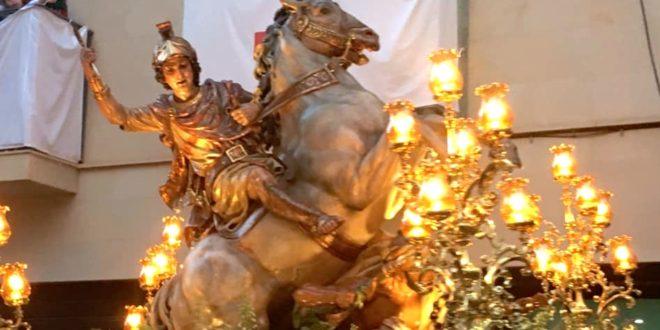 San Jorge recibe el cariño del pueblo de Alcoy