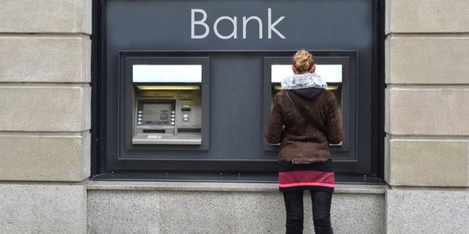 Podem propone una subida de tasas a los bancos por ocupación de la Vía Pública