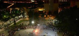 El fuego purificador ilumina la noche de San Juan alcoyana