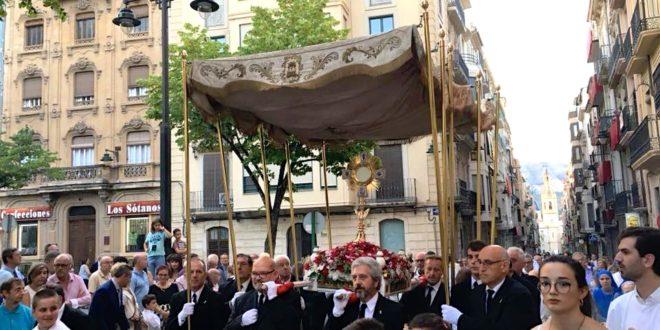 Alcoy reviste de gran solemnidad a la procesión del Corpus Christi