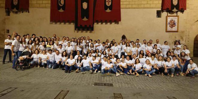 Gran acogida de la 'Volteta Solidaria' de la Filà Cavallets a beneficio de ACOVIFA