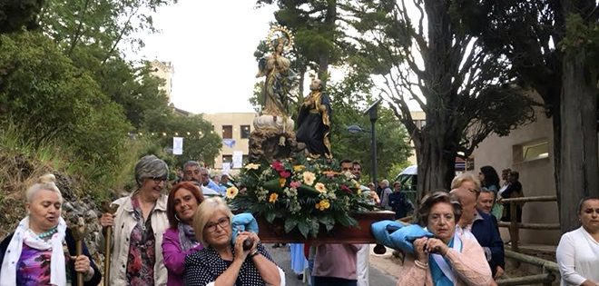 Alcoy muestra su fe y devoción por la Virgen de los Lirios