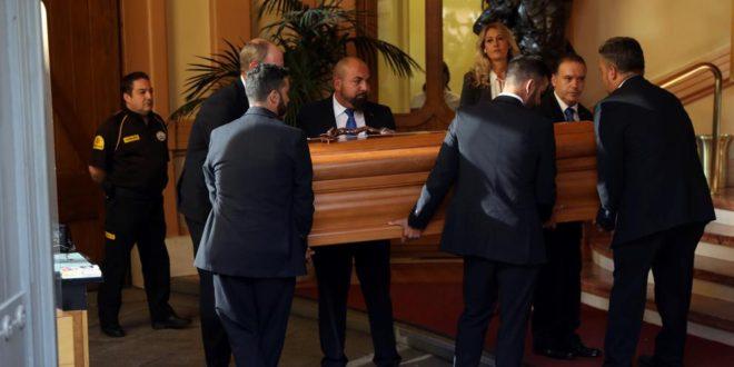 Multitudinario último adiós al alcoyano Camilo Sesto